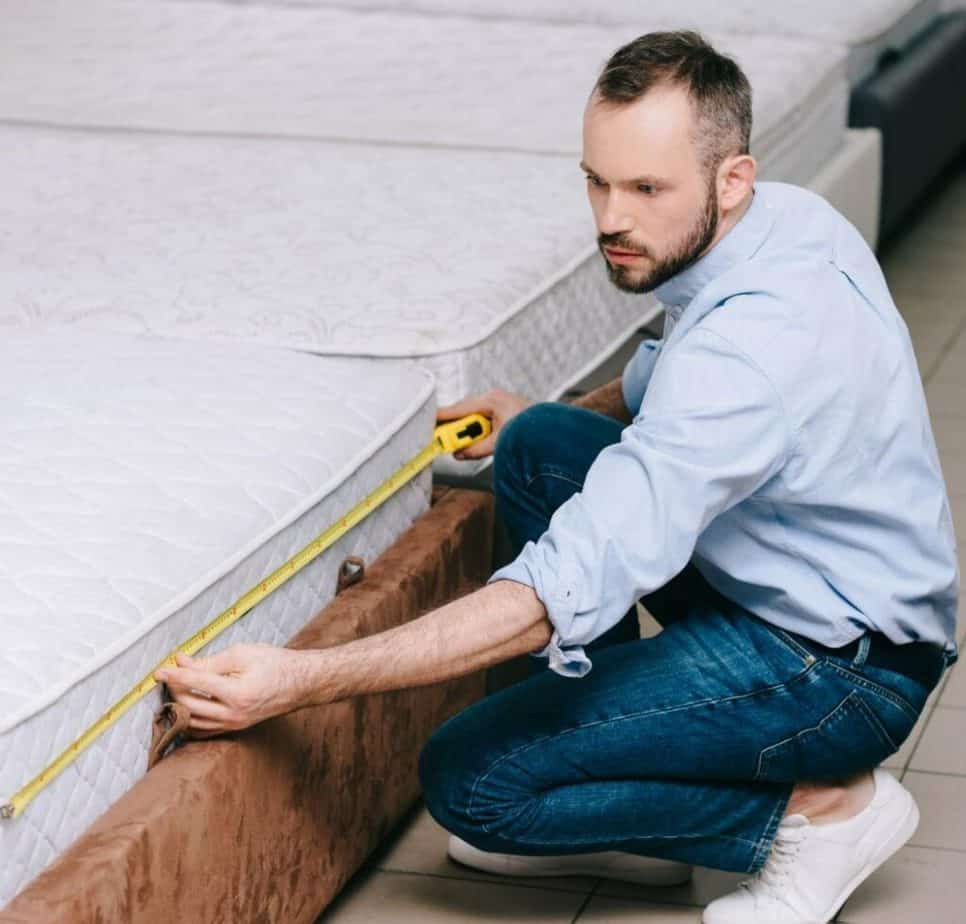 Measuring the Mattress Dimensions With Tape